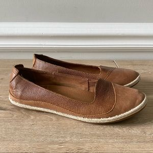 OluKai Womens Casual Lino Leather Slip On Flats